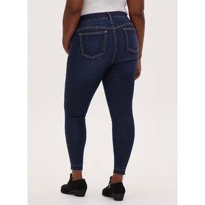 🆕 Torrid Premium Stretch Bombshell Skinny Jean 16
